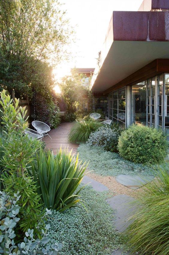 pas japonais modernes pour l'aménagement d'un jardin