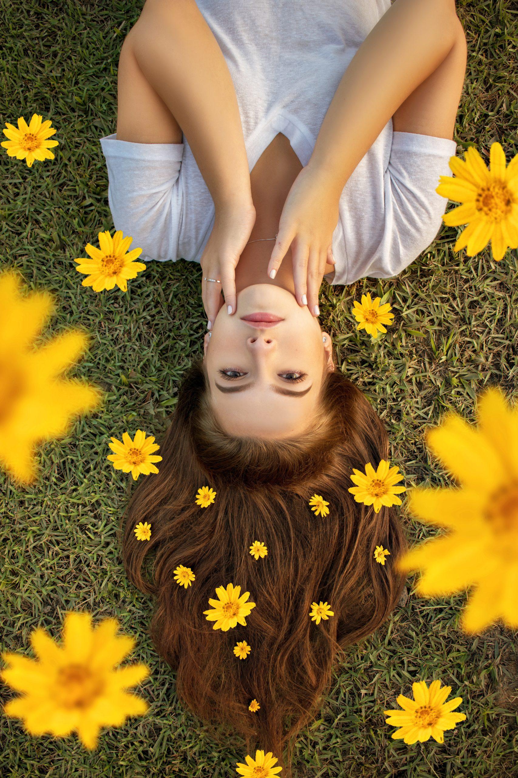 femme qui rêve des fleurs des plantes vivaces