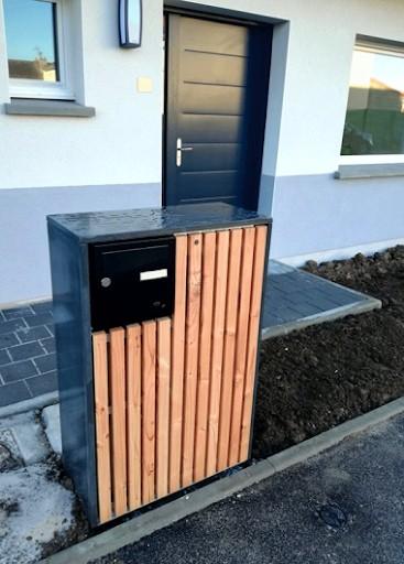 coffret technique pour cacher le compteur électrique et la boîte aux lettre en bois et métal