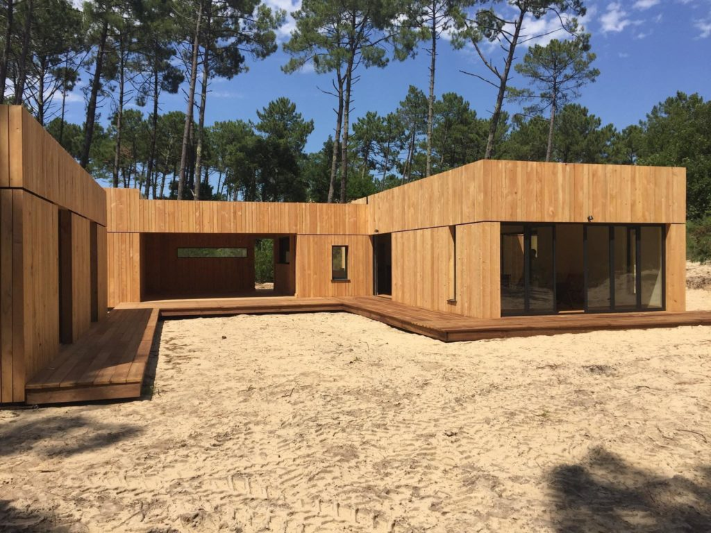 terrasse bois locale en châtaignier sur maison d'architecte
